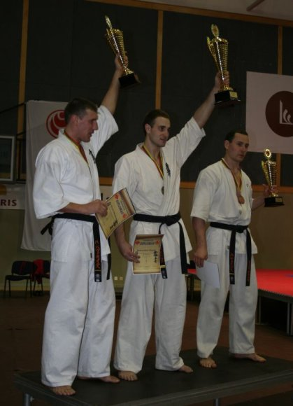 Svorio kategorijos iki 90 kg prizininkai: D.Aleksandrovas, M.Pavilionis ir A.Jakštas