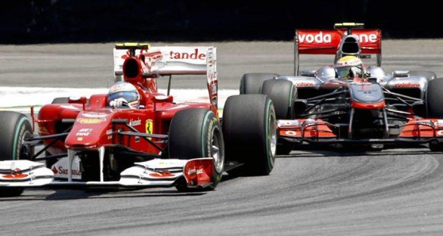 Lewisas Hamiltonas atakuoja Fernandą Alonso