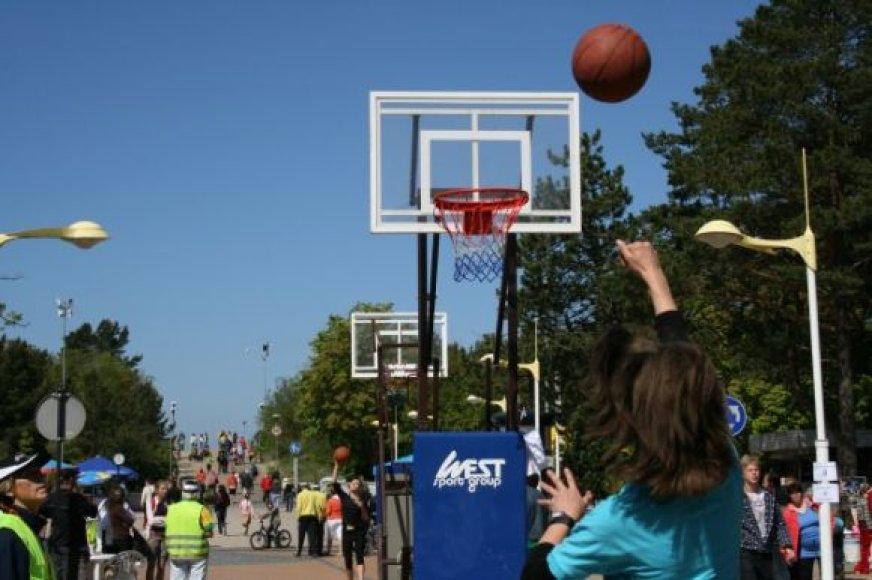 Krepšinis J.Basanavičiaus gatvėje Palangoje