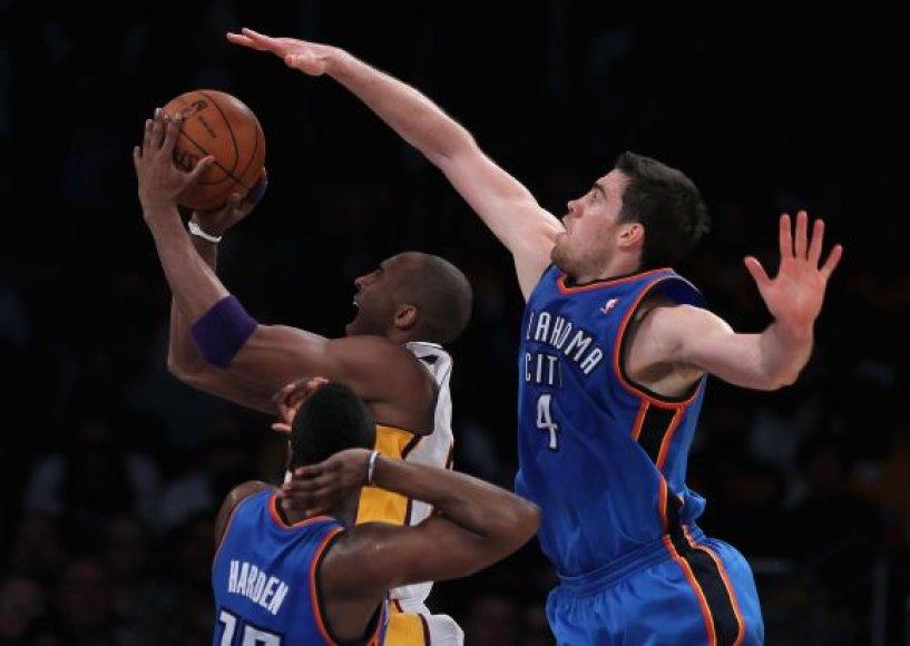 Atakuoja Kobe Bryantas
