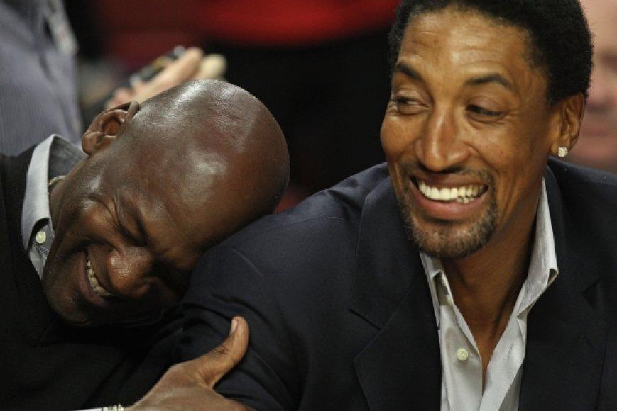 Michaelas Jordanas (kairėje) ir Scottie Pippenas