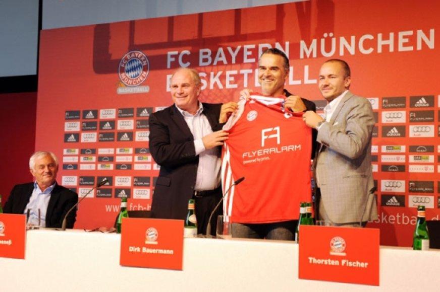 Komandos treneris Dirkas Bauermannas (viduryje)