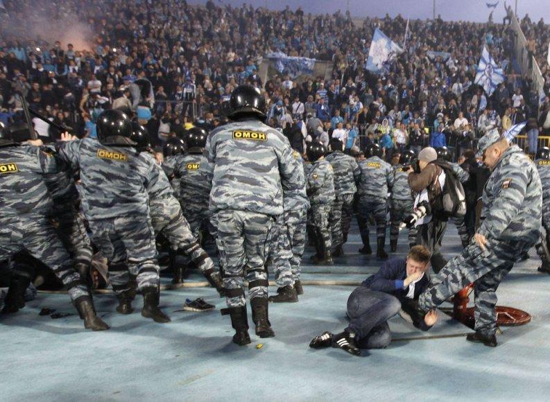 """Zenit"" sirgalių ir OMON pareigūnų susirėmimas Sankt Peterburge"