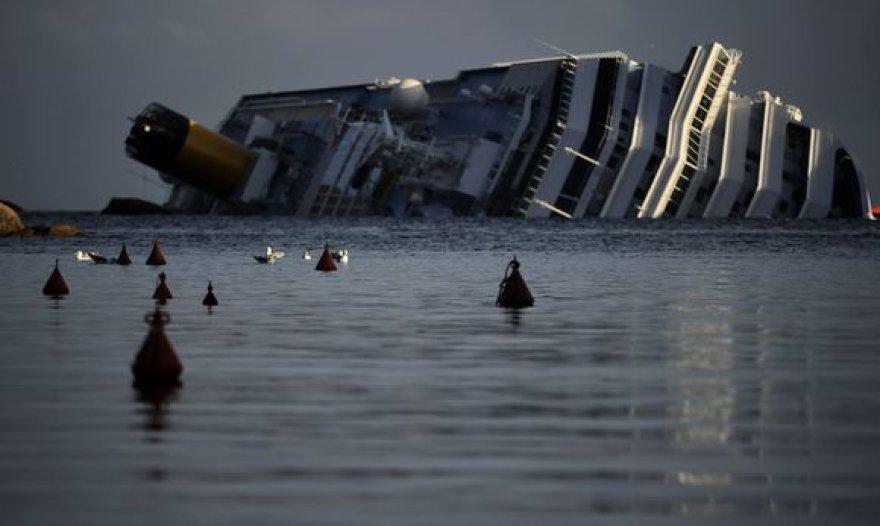 """Tęsiama laivo """"Costa Concordia"""" gelbėjimo operacija"""