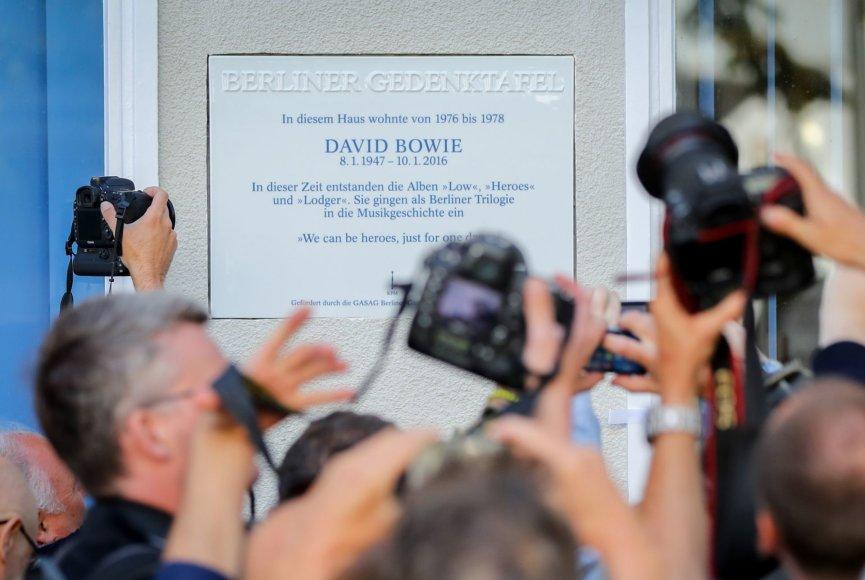 """""""Scanpix""""/AP nuotr./Berlyne atidengta atminimo lenta popmuzikos superžvaigždei Davidui Bowie"""