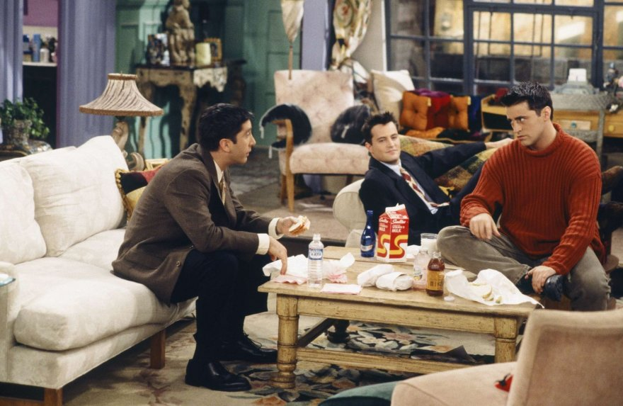 """Scanpix""/""SIPA"" nuotr./Davidas Schwimmeris, Matthew Perry ir Mattas LeBlancas seriale ""Draugai"" (1996 m.)"