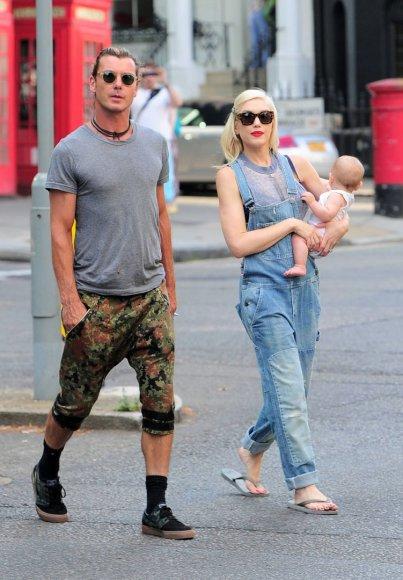 """""""Scanpix""""/Xposurephotos.com nuotr./Gwen Stefani ir Gavinas Rossdale'as su sūnumi Apollo"""