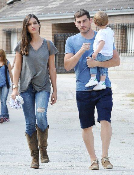 Vida Press nuotr./Ikeras Casillasas ir Sara Carbonero su sūnumi Martinu