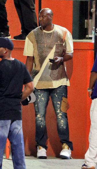 "Vida Press nuotr./Lamaras Odomas prie įėjimo į striptizo klubą ""Sugardaddy's Gentlemen's Club"" Niujorke"