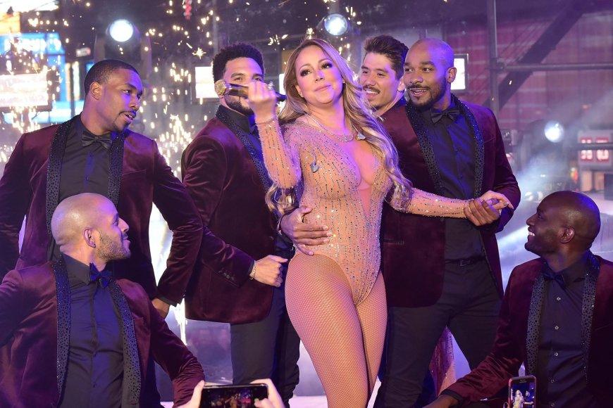 """AFP/""""Scanpix"""" nuotr./Mariah Carey Taimso aikštėje"""