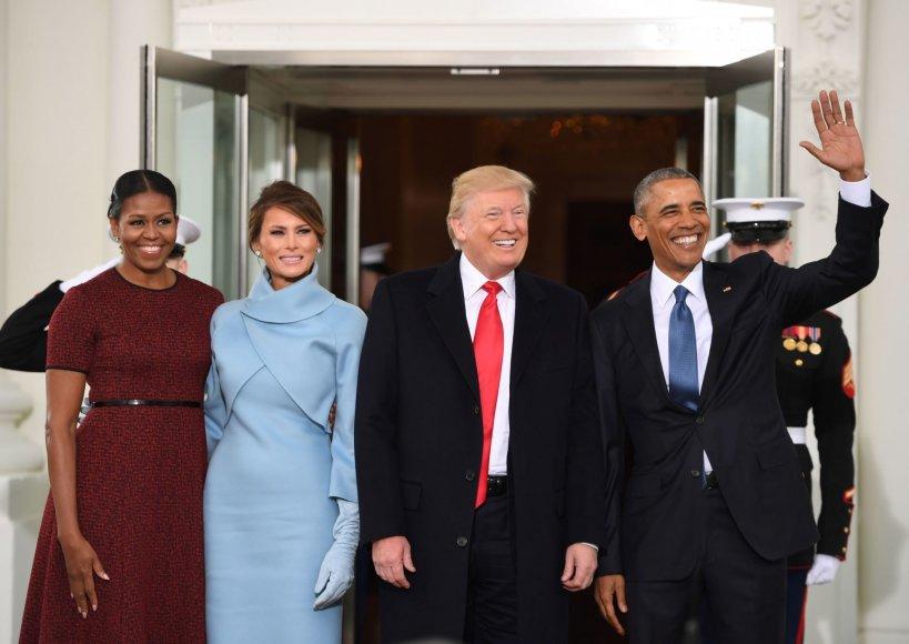 "AFP/""Scanpix"" nuotr./Michelle Obama, Melania Trump, Donaldas Trumpas ir Barackas Obama"