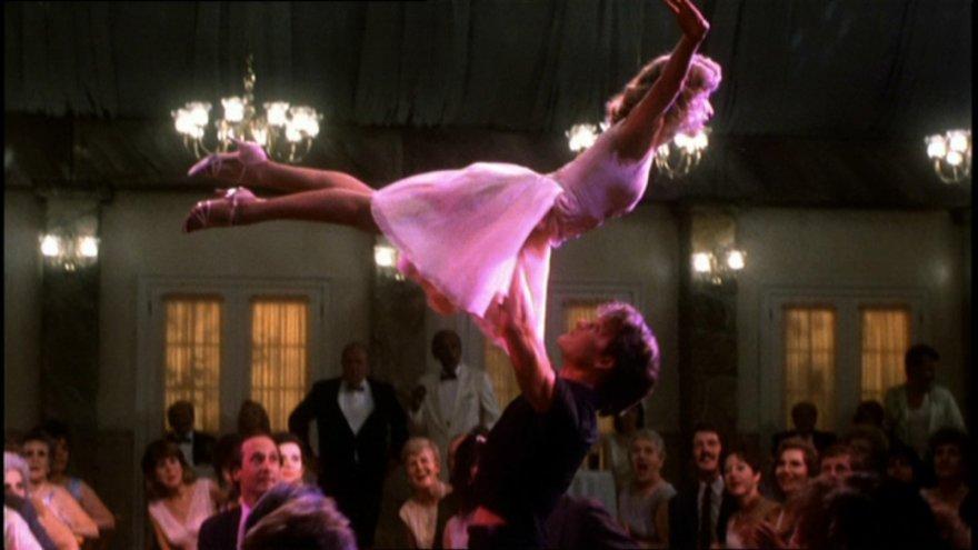 """""""Scanpix"""" nuotr./Patrickas Swayze'as ir Jennifer Grey filme """"Purvini šokiai"""" (1987 m.)"""