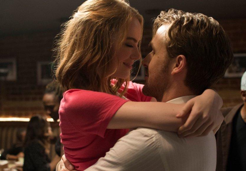 """Kadras iš filmo/Ryanas Goslingas ir Emma Stone filme """"Kalifornijos svajos"""""""