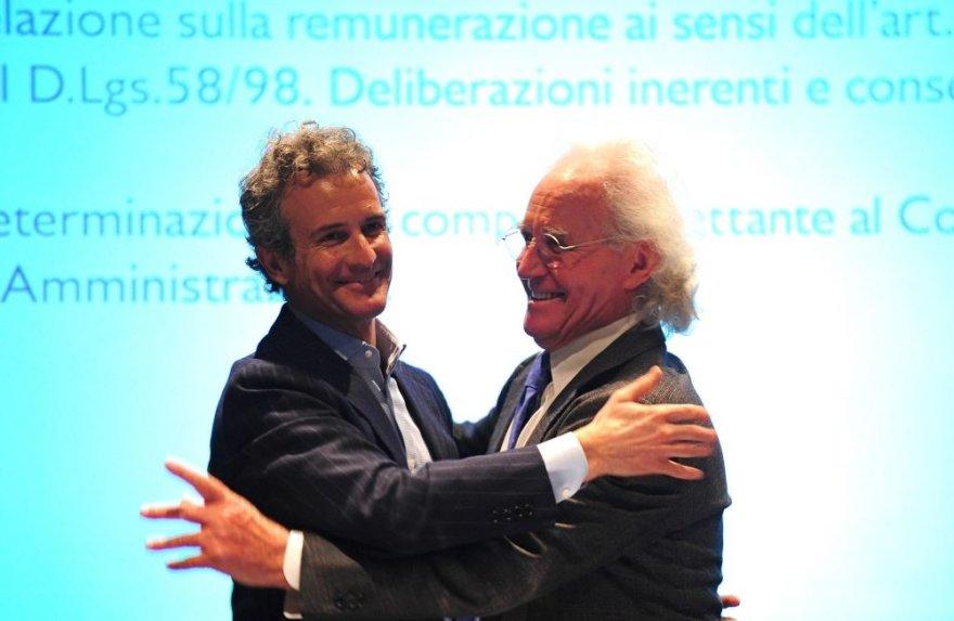 """Luciano Benettonas perduoda """"Benetton"""" mados imperijos vairą sūnui Alessandro"""