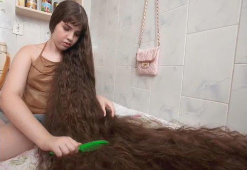 Natasha Moraes de Andrade plaukus šukuodavo po valandą per dieną