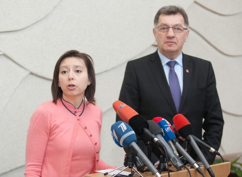 Tarptautinio valiutos fondo misijos vadovė Julie Kozack ir Algirdas Butkevičius