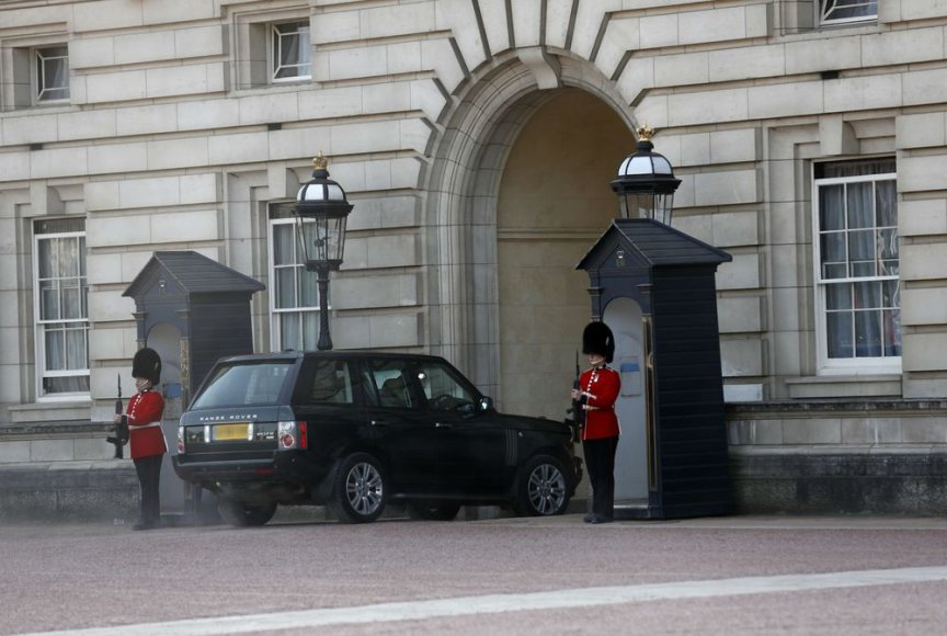 Karalienė Elizabeth II atvyko į Bakingamo rūmus