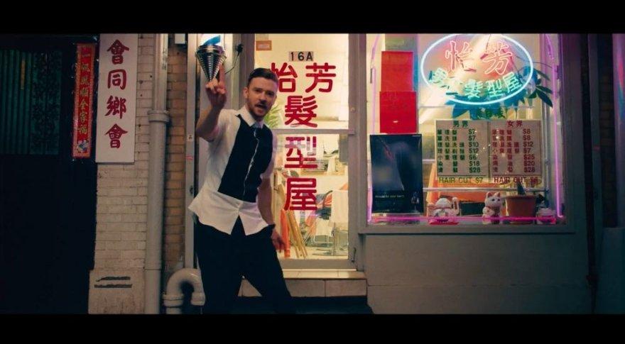 """Justinas Timberlake'as """"Take Back the Night"""" vaizdo klipe"""