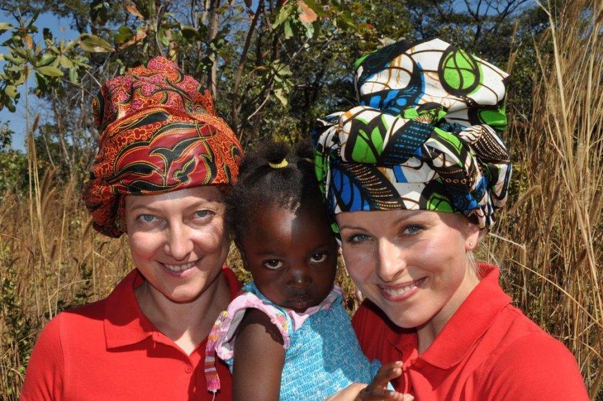 Giedrė Talmantienė ir Rūta Mikelkevičiūtė Zambijoje