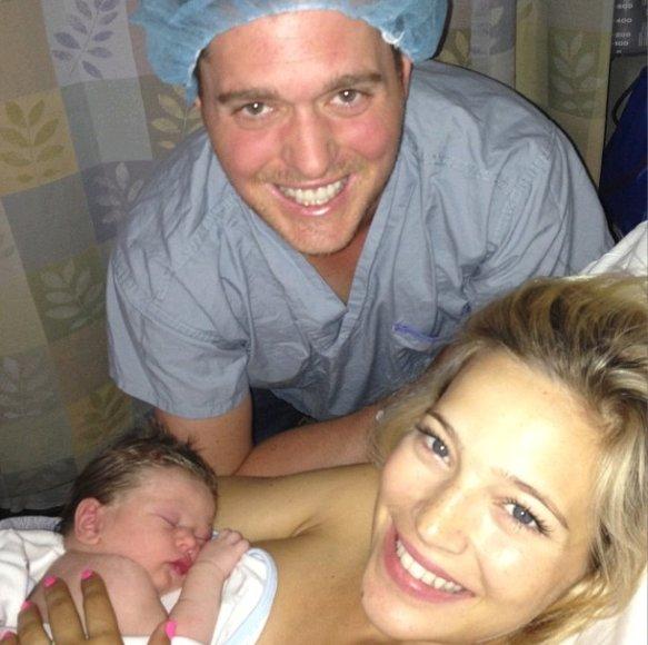 Michaelas Buble su žmona Luisana Lopilato ir pirmagimiu Noah