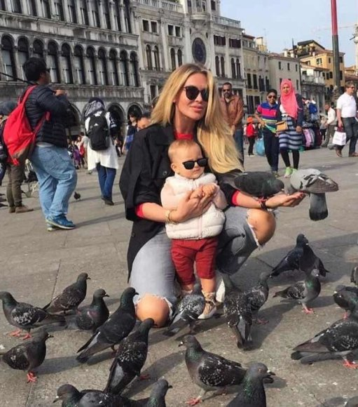 """Instagram"" nuotr./Julija Lubičanskaja su savo ir Žilvino Trato dukra Venecijoje"