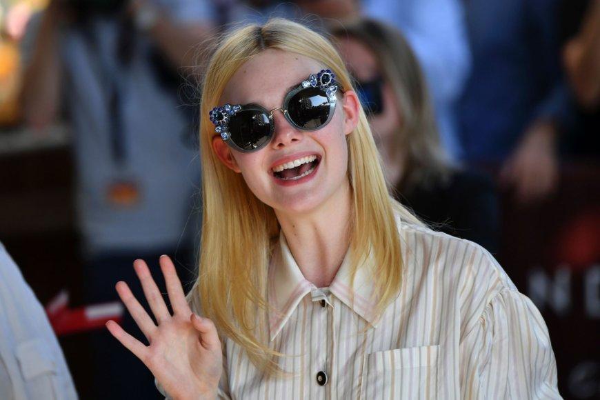 """AFP/""""Scanpix"""" nuotr./Elle Fanning atvyksta į Kanų kino festivalį"""