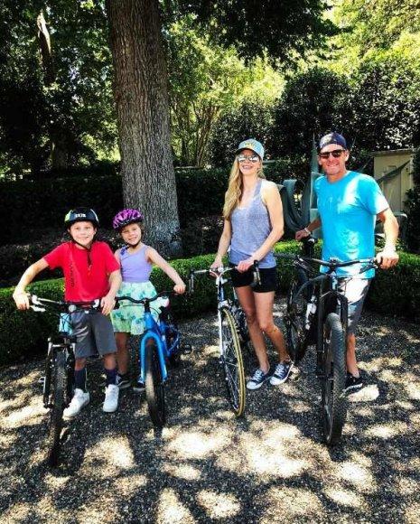 """""""Instagram"""" nuotr./Lance'as Armstrongas ir Anna Hansen su vaikais Maxu ir Olivia"""