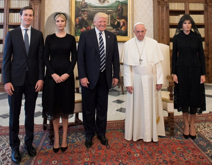 """Reuters""/""Scanpix"" nuotr./Jaredas Kushneris, Ivanka Trump, Donaldas Trumpas, popiežius Pranciškus ir Melania Trump"
