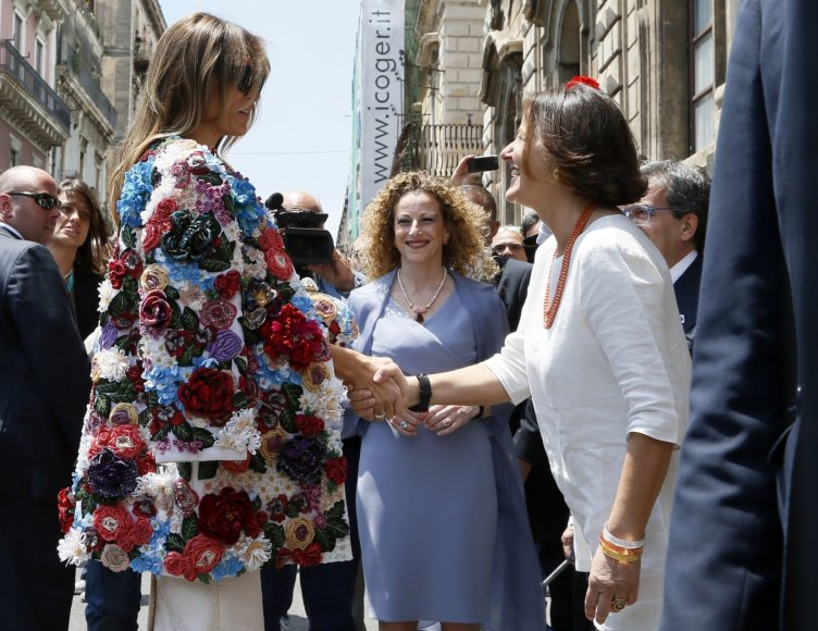 """Scanpix""/AP nuotr./Melania Trump ir Italijos premjero žmona Emanuela Mauro"