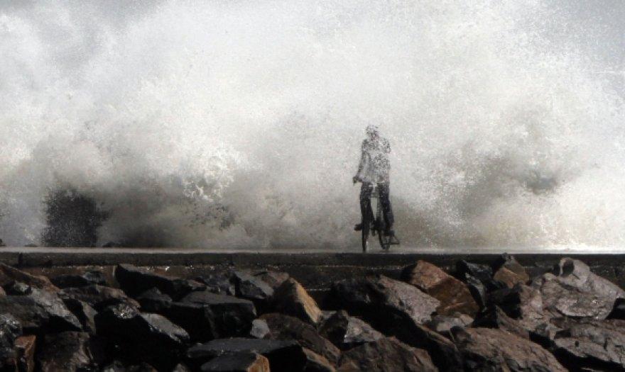 Pietryčių Indijoje siaučintis ciklonas Thane