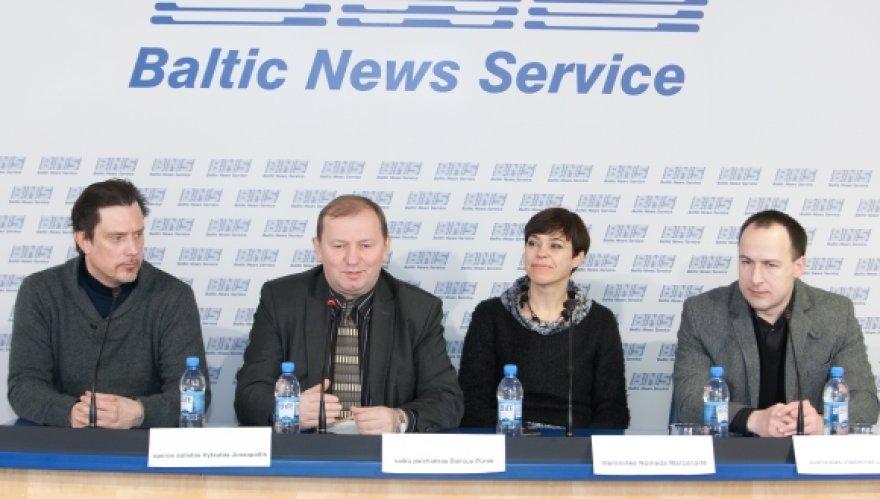 Vytautas Juozapaitis, Dainius Pūras, Nomeda Marčėnaitė ir Vladimiras Laučius spaudos konferencijoje