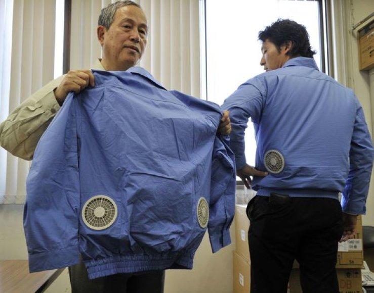 Naujieji japoniški švarkai su įmontuota elektrine vėdinimo sistema