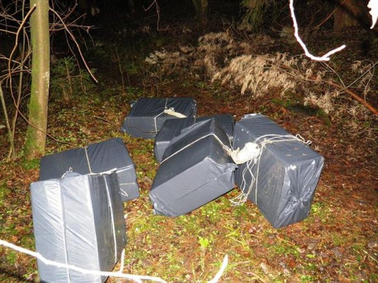 Švenčionių rajone su kontrabanda įkliuvo rūkalų nešikai