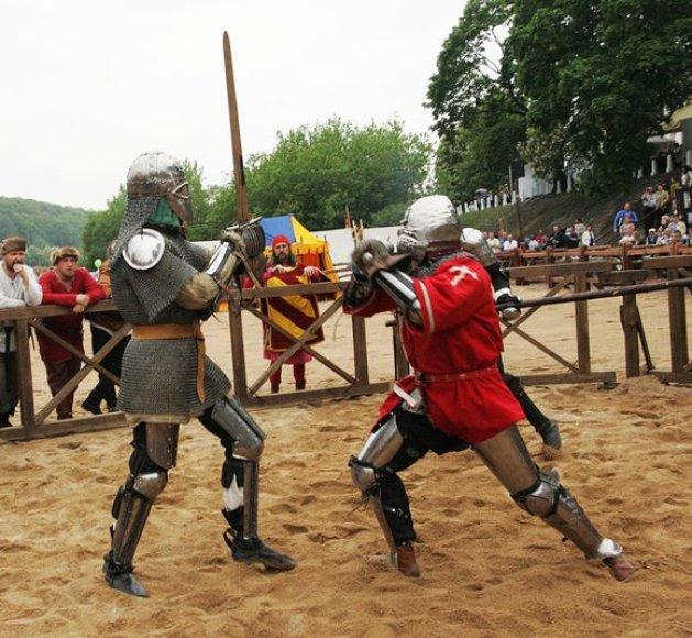 Kaune vyko inscenizuotos riterių dvikovos