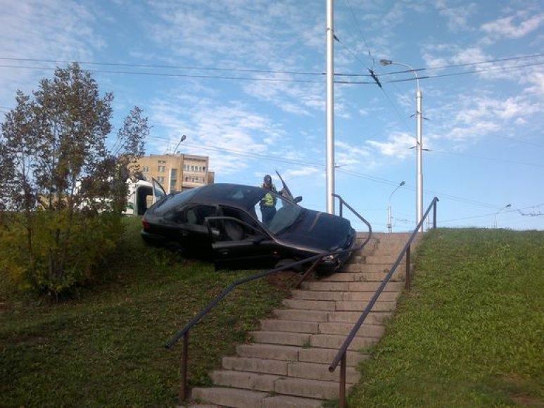 """""""Fordo"""" vairuotojas spruko iš įvykio vietos."""