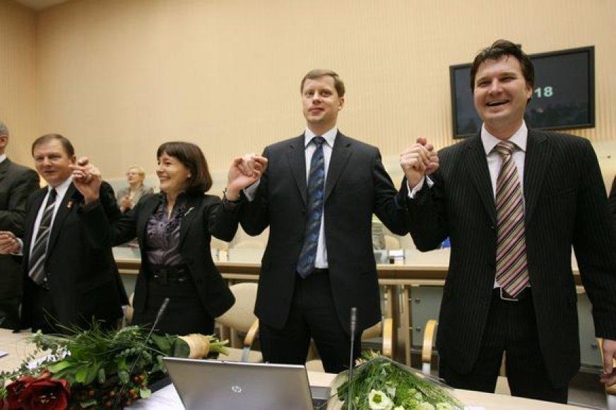 Ar gali būti, kad vietoj A.Kupčinsko į mero postą bus pasiūlyta E.Gudišauskienė? (trečia iš dešinės).