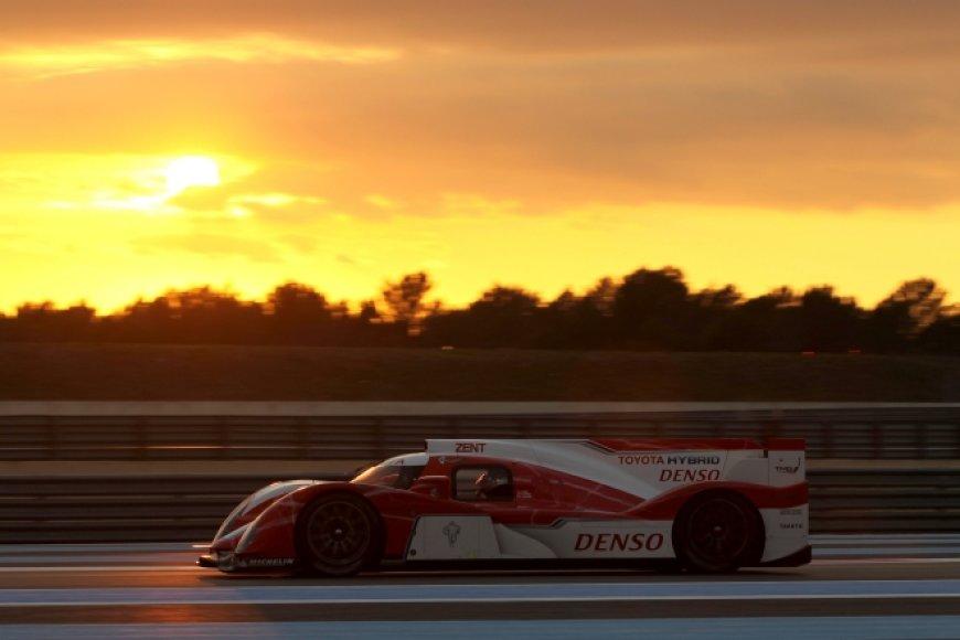 """Toyota TS030"" lenktyninis automobilis"