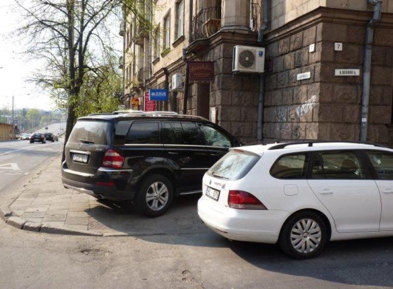 """""""Mercedes-Benz GL"""" Rotundo/Pamėnkalnio g."""