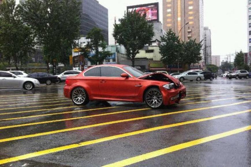 BMW 1M avarija Korėjoje