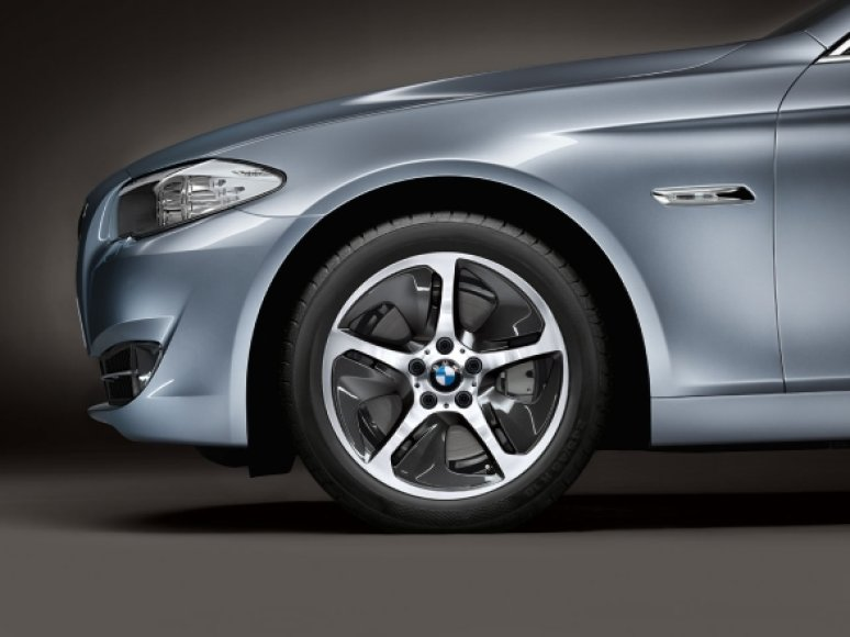 "BMW 5 su ""ActiveHybrid"" technologija"