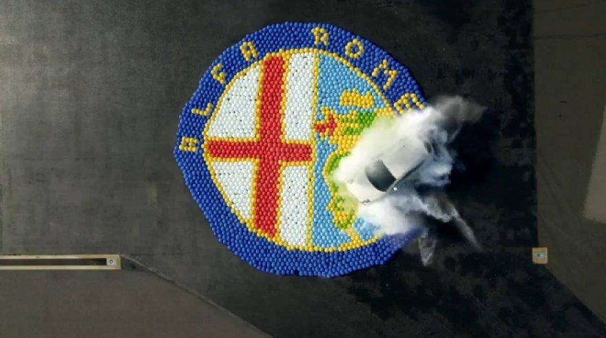"""""""Alfa Romeo MiTo"""" reklamos akimirka"""