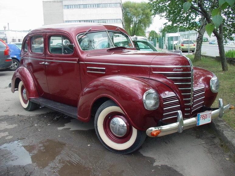 "Arnoldo Sasnausko nuotr./Avarijoje apgadintas 1939 m. ""Plymouth P8 Deluxe"""