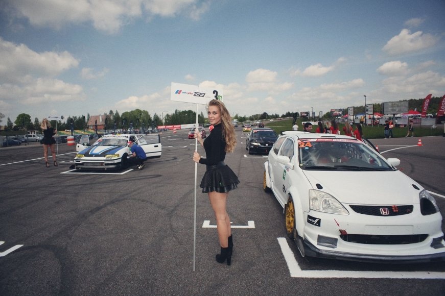 """""""Autoplius.lt Fast Lap"""" nuotr./Juliaus Skirmanto """"Honda Civic"""" lenktynių starte"""