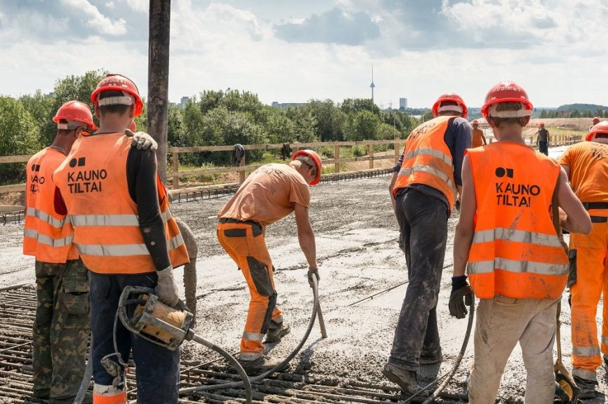 Juozo Kamensko nuotr./Pavilnionių viaduko betonavimo darbai Vilniaus vakariniame aplinkkelyje