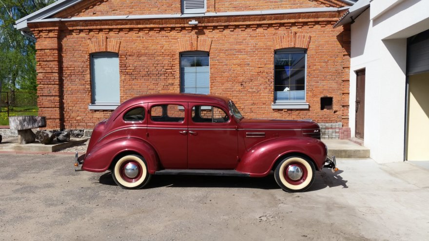 """""""Plymouth P8 Deluxe"""" (1939 m.)"""