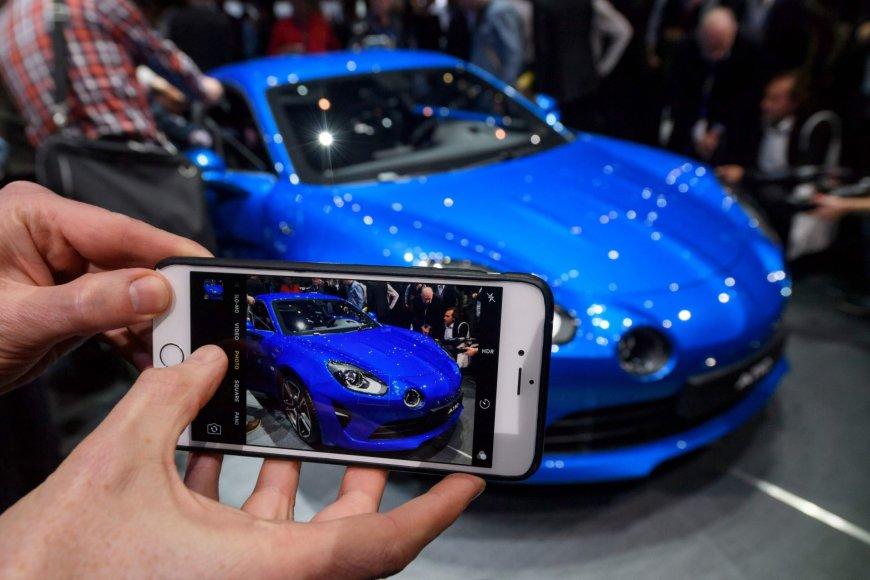 """""""Scanpix"""" nuotr./""""Renault Alpine"""" Ženevos automobilių parodoje"""