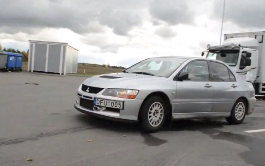 "Joanos Survilaitės vairuojamas ""Mitsubishi Lancer Evo"""