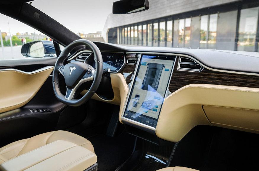 """Anžej Zavacky nuotr./""""Tesla Model S 85"""""""