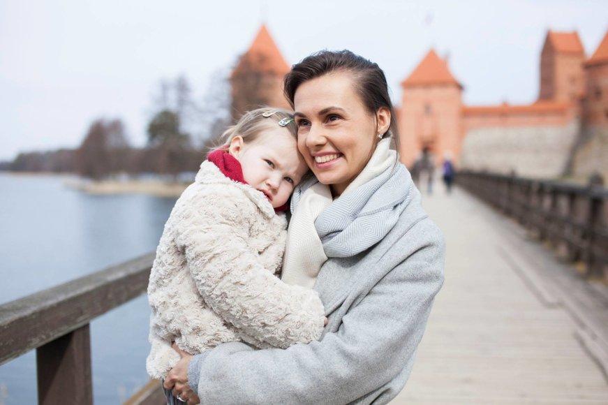 Vytenio Radžiūno/ LRT.lt nuotr/Veronika Montvydienė su dukra Adele