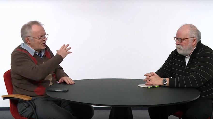Lietuvos nacionalinės Martyno Mažvydo bibliotekos nuotr./Žurnalistas Arūnas Brazauskas (dešinėje) kalbina profesorių Zenoną Norkų